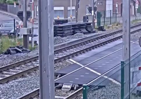 So richtig dumm: Über die Schiene fahren