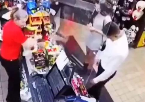 Sie haben ihre Cola vergessen!