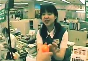 Supermärkte in Japan und die mysteriösen orangenen Bälle