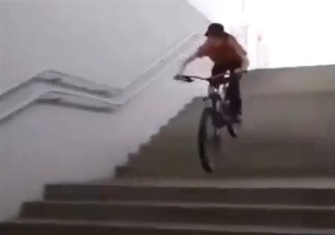 Stunt an der Wand