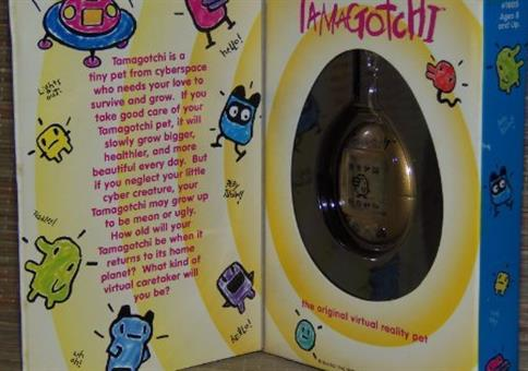 Original V1 Tamagotchi von 1996 in Gold