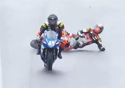 Knapp vorbeigerutscht beim Motorradrennen