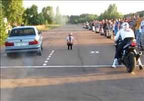 Rennen: BMW E34 VS Motorrad - FAIL