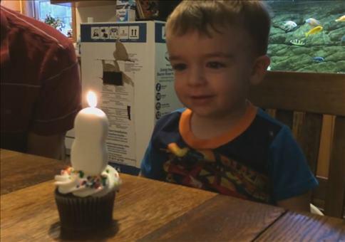 Zum Geburtstag die Kerze auspusten
