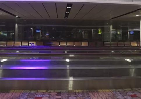 Taucher auf dem Flughafen