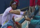Tennisschläger zerkloppen