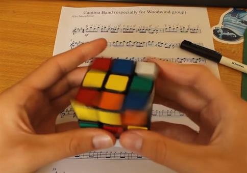 Star Wars Cantina Band Theme auf dem Rubik's Cube