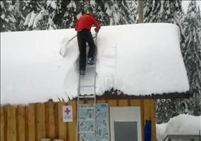 Dach vom Schnee befreien - Die ganz schnelle Methode