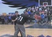 Prank Blindwurf beim Basketball geht schief