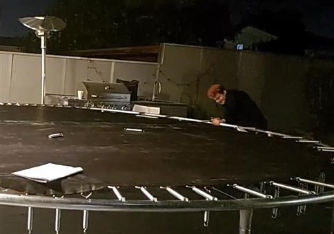 Trampolin auf Terrasse aufbauen