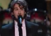 Josh Groban singt TV Theme Klassiker