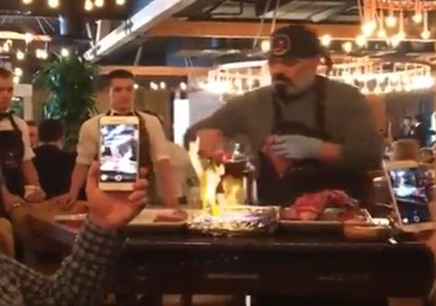 Einmal mit Profis: Lecker flambiertes Essen