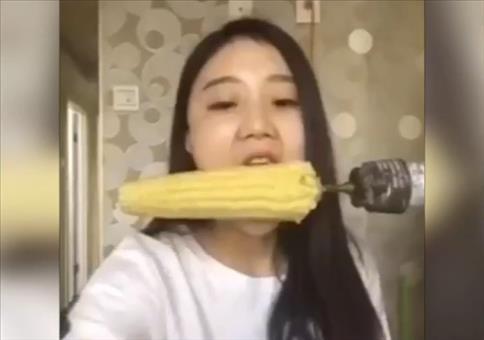Maiskolben mit der Bohrmaschine essen -  Fail