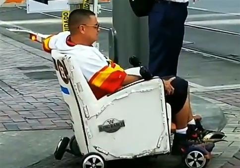 Like a boss: Im fahrenden Sessel unterwegs