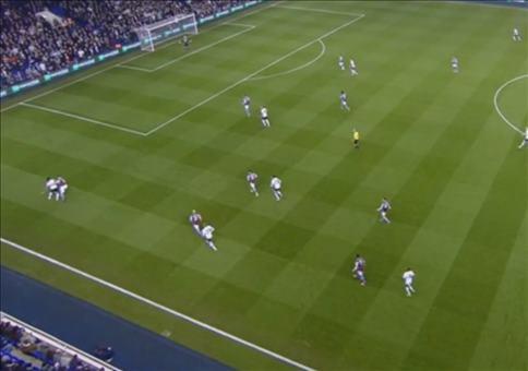 Schiedsrichter und Tottenham Hotspurs-Fan Mike Dean