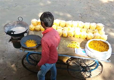 Neulich in Indien: Fryums frittieren ohne Öl