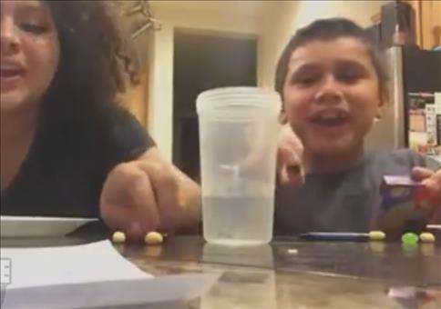 Eklige Jelly Beans essen