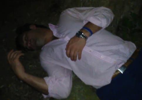 Der schlafende Yuppie im Park