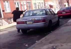 Selfowned beim Auto demolieren