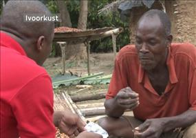 Kakaofarmer kostet zum ersten Mal Schokolade