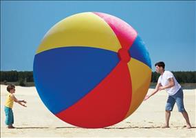 Riesiger aufblassbarer Strandball