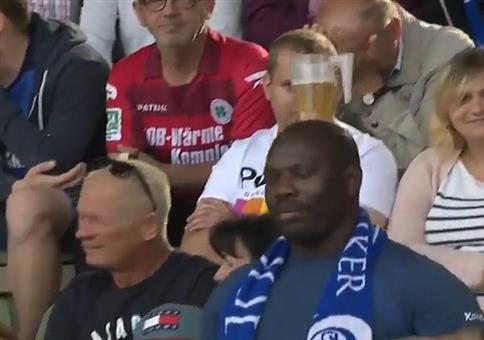 Bierchen auf dem Kopf