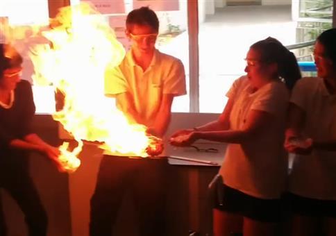 Propangas-Blasen-Feuer-Spiel