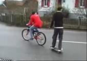 Das war sehr knapp auf der Straße mit dem Skateboard