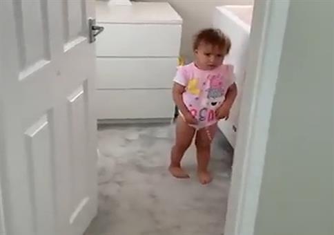 Kleinkind Ausbrecher auf frischer Tat ertappt