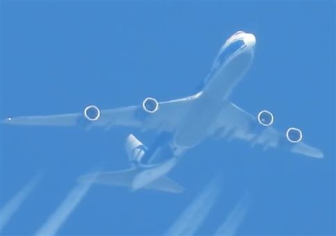 Mit der Nikon Coolpix P1000 an eine Boeing 747 rangezoomt