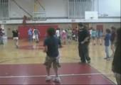 Flip und Korb beim Basketball