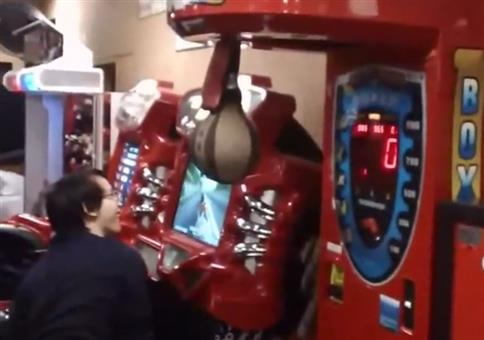 Asiatische Profis am Boxautomaten