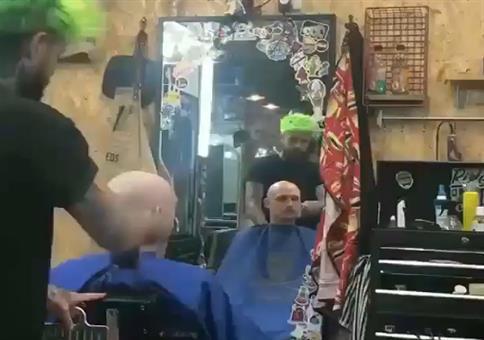 Reingeguckt! beim Friseur