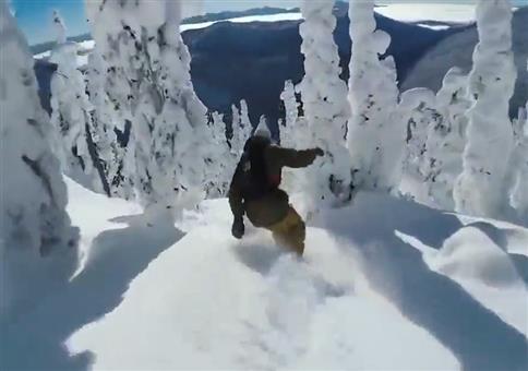 Geschmeidig durch den frischen Schnee boarden