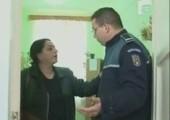 Frau liefert sich Schlagabtausch mit Polizisten