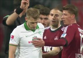Fairplay: Aaron Hunt vom SV Werder Bremen gibt Elfer zurück