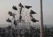Riesenrad von Menschen angetrieben