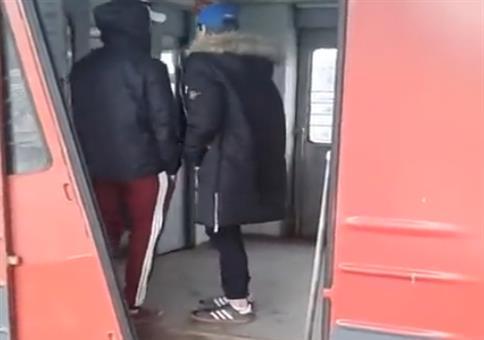 Defekte Tür an russischer Bahn