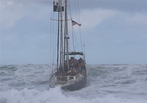 Wellenreiten mit dem Segelboot