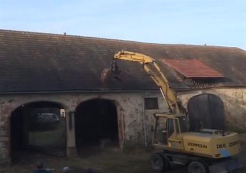 Alter Verwalter - Wenn der Bagger ein altes Gebäude einreißt