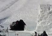 Backflip mit dem Auto im Schnee