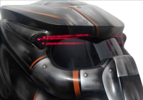 Predator Motorradhelm mit Carbon-Dreadlocks und Laser!!!