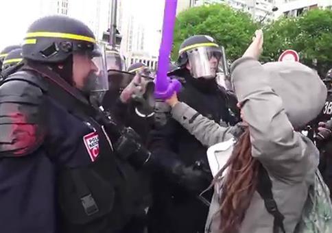 Krasse Polizeigewalt bei Demo in Frankreich