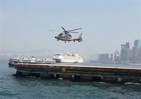 Hubschrauber hebt ohne drehenden Rotor ab