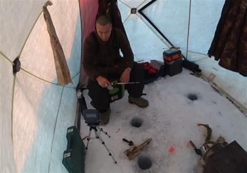 Mit High-Tech beim Eisfischen