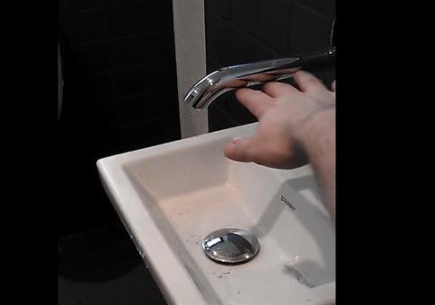 Eine tolle Wasserhahn-Waschbecken Kombination