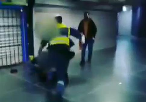 Der Ficker bei der Sicherheitskontrolle