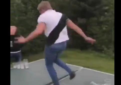 Auf der Tischtennisplatte ne Runde tanzen