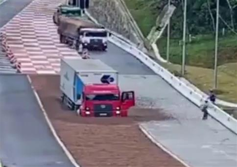 LKWs auf der Entschleunigungsspur