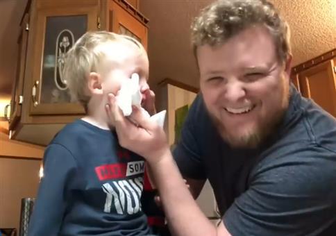 Wenn sich das Kind Nudeln in die Nase steckt